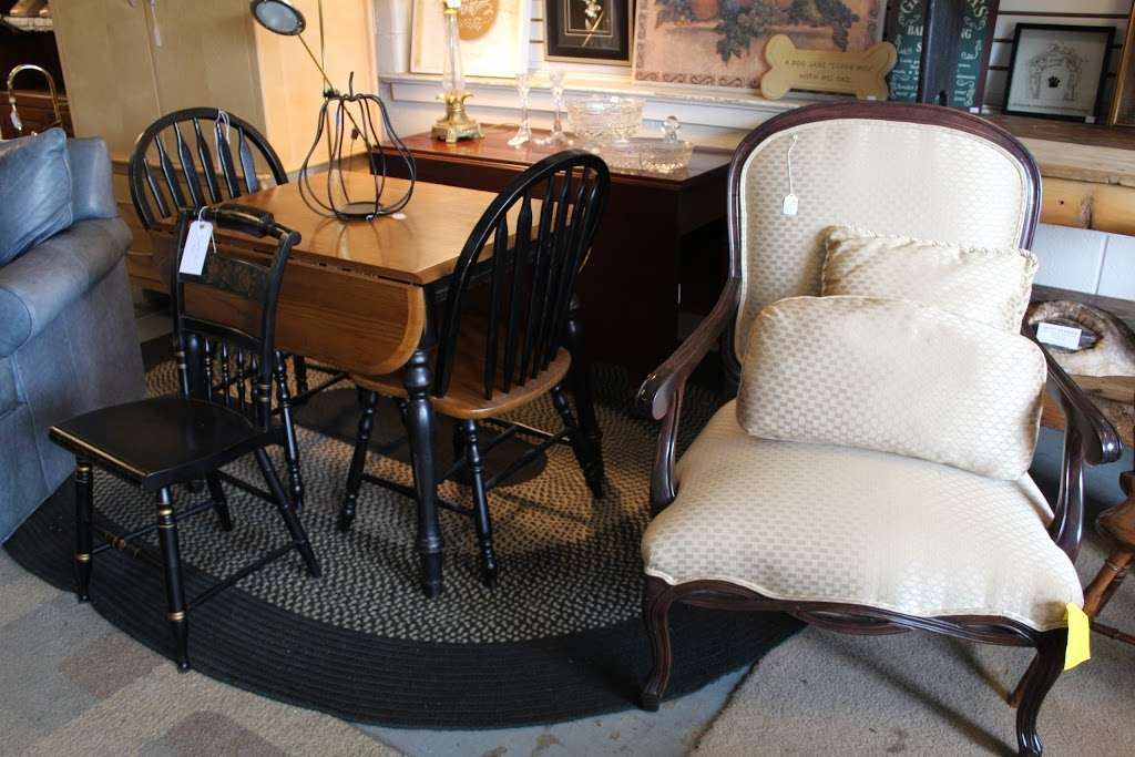 Harry's Fine Used Furniture & Accessories - furniture store  | Photo 4 of 10 | Address: 1910, 11 Graybill Rd, Leola, PA 17540, USA | Phone: (717) 656-2436