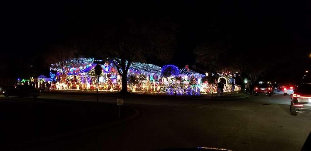 Rob and Bettys Christmas Light Display - lodging  | Photo 8 of 10 | Address: 5651 Garden Grove Cir, Winter Park, FL 32792, USA
