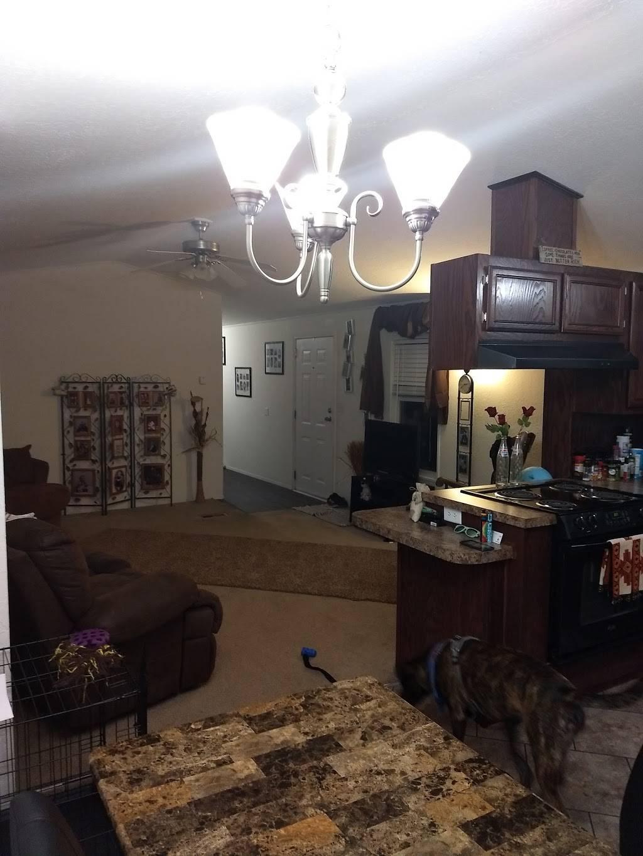 Heritage Oaks Mobile Home Park - rv park  | Photo 3 of 10 | Address: 2720 N 2nd St, Lincoln, NE 68521, USA | Phone: (402) 475-5572