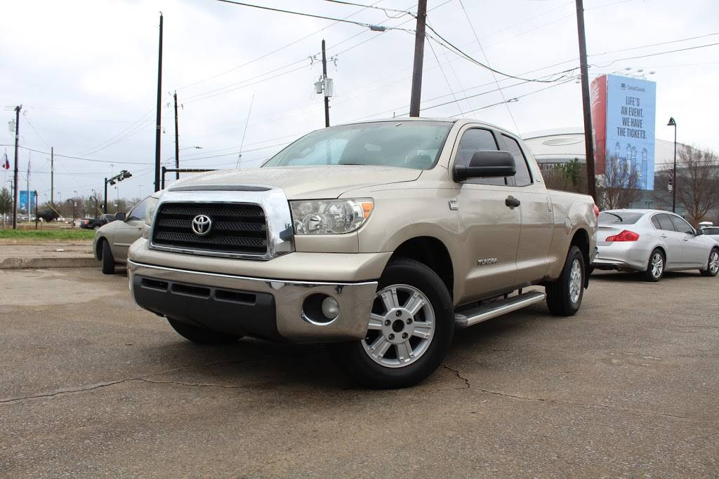 Discount Motors 2 - car dealer  | Photo 3 of 10 | Address: 620 N Collins St, Arlington, TX 76011, USA | Phone: (817) 461-2424