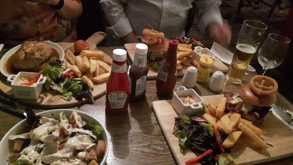 The Bright Star Pub - restaurant  | Photo 8 of 10 | Address: Kimpton Road, Peters Green, Luton LU2 9QP, UK | Phone: 01438 832351
