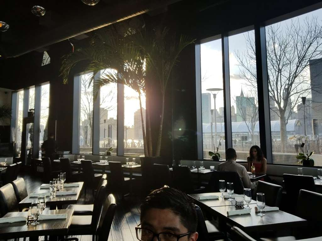 Blend on the Water | restaurant | 4540 Center Blvd, Long Island City, NY 11109, USA
