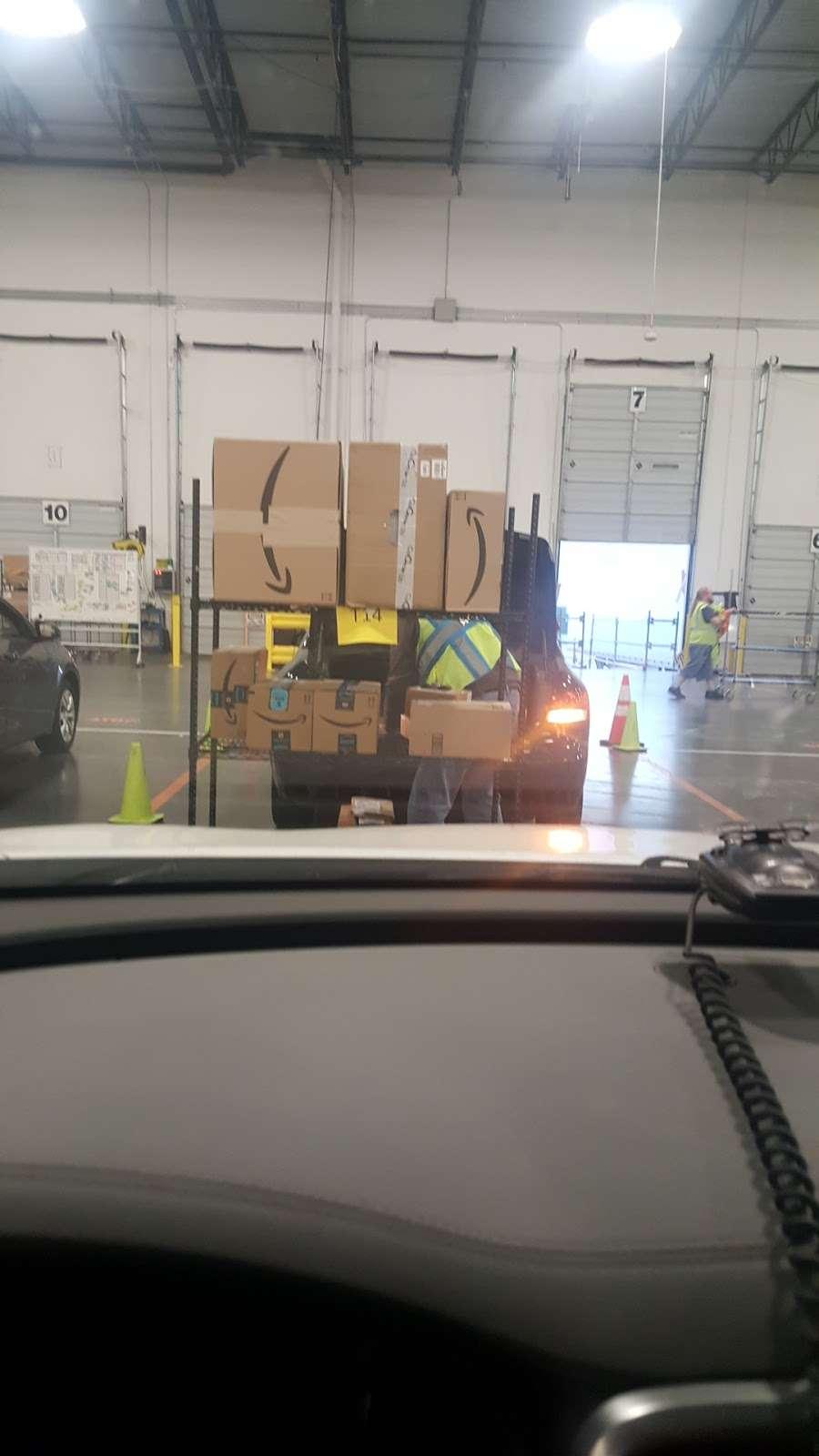 Amazon Flex Farmers Branch - storage  | Photo 5 of 10 | Address: 12401 N Stemmons Fwy, Farmers Branch, TX 75234, USA