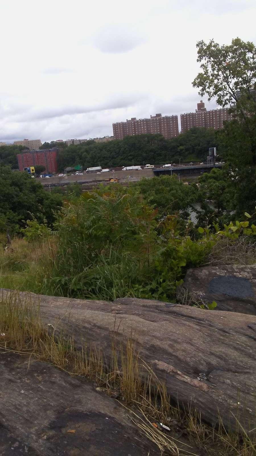 Metro North Railroad - Highbridge Yard - train station  | Photo 9 of 10 | Address: Depot Pl, Bronx, NY 10452, USA | Phone: (212) 532-4900