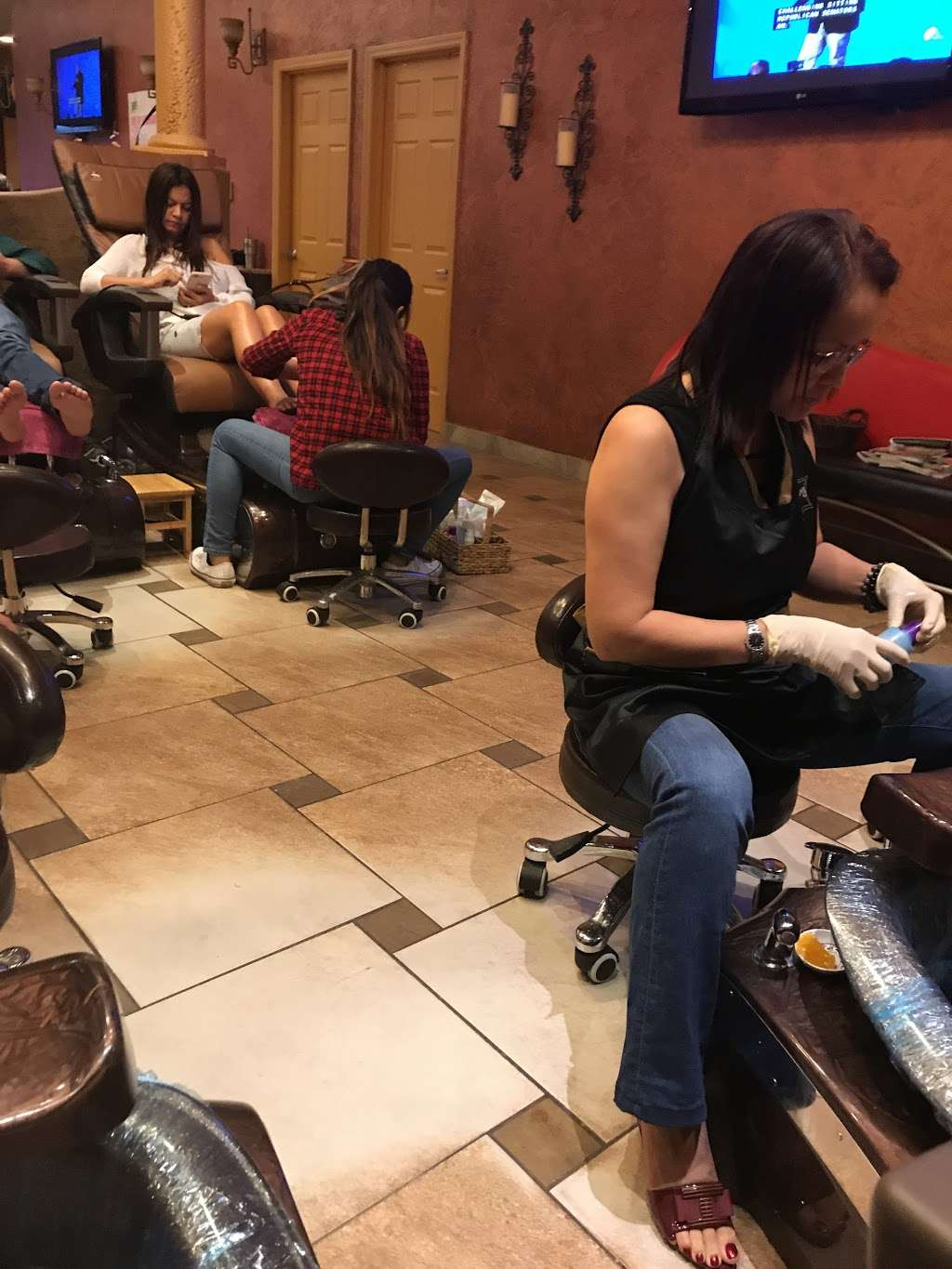 Luxury Nails And Day Spa Orlando - spa  | Photo 8 of 10 | Address: 4848 S Apopka Vineland Rd #210, Orlando, FL 32819, USA | Phone: (407) 876-3401
