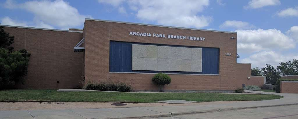 Arcadia Park Branch Library - library  | Photo 5 of 9 | Address: 1302 N Justin Ave, Dallas, TX 75211, USA | Phone: (214) 670-6446