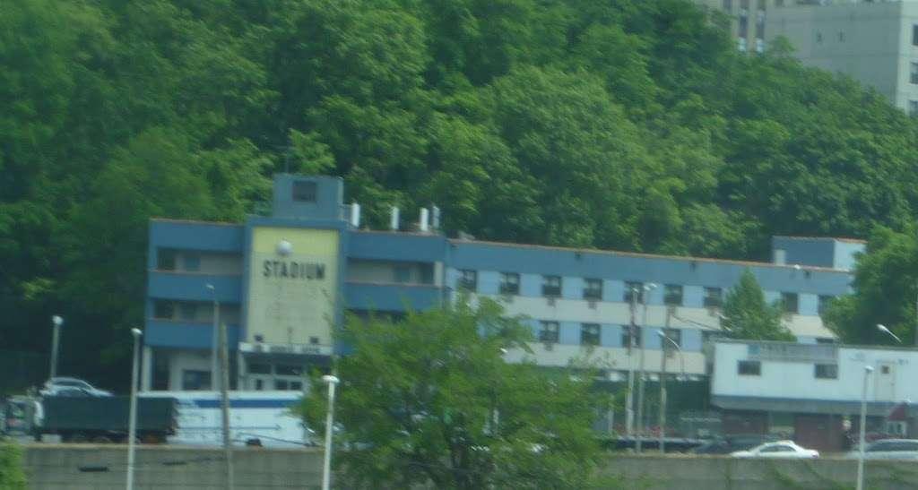 Stadium Hotel - lodging  | Photo 2 of 3 | Address: 1260 Sedgwick Ave, Bronx, NY 10452, USA | Phone: (347) 590-8227