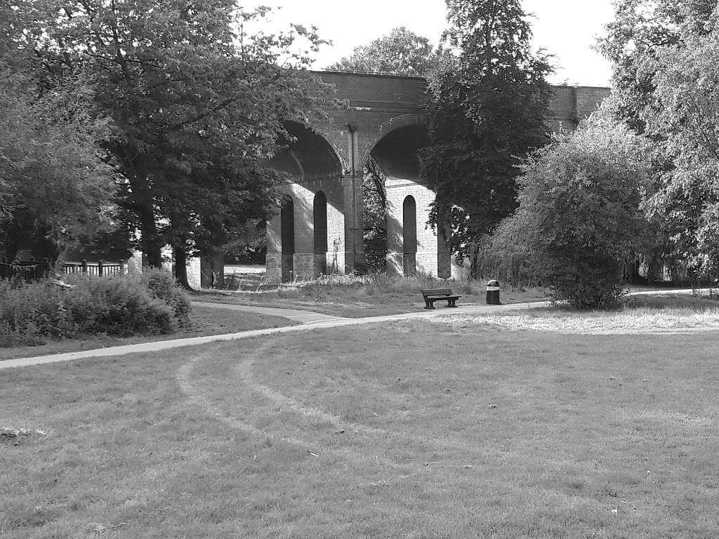 Arnos Park - park  | Photo 8 of 10 | Address: 120 Morton Way, Arnos Grove, London N14 7AL, UK