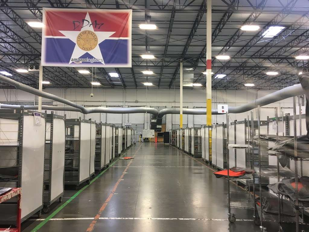 Amazon Flex Farmers Branch - storage  | Photo 9 of 10 | Address: 12401 N Stemmons Fwy, Farmers Branch, TX 75234, USA