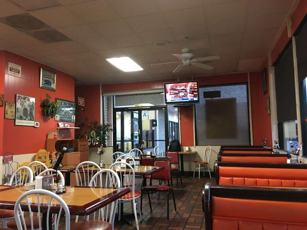 Cougars Burgers - restaurant  | Photo 10 of 10 | Address: 12800 S Inglewood Ave, Hawthorne, CA 90250, USA | Phone: (310) 675-5519