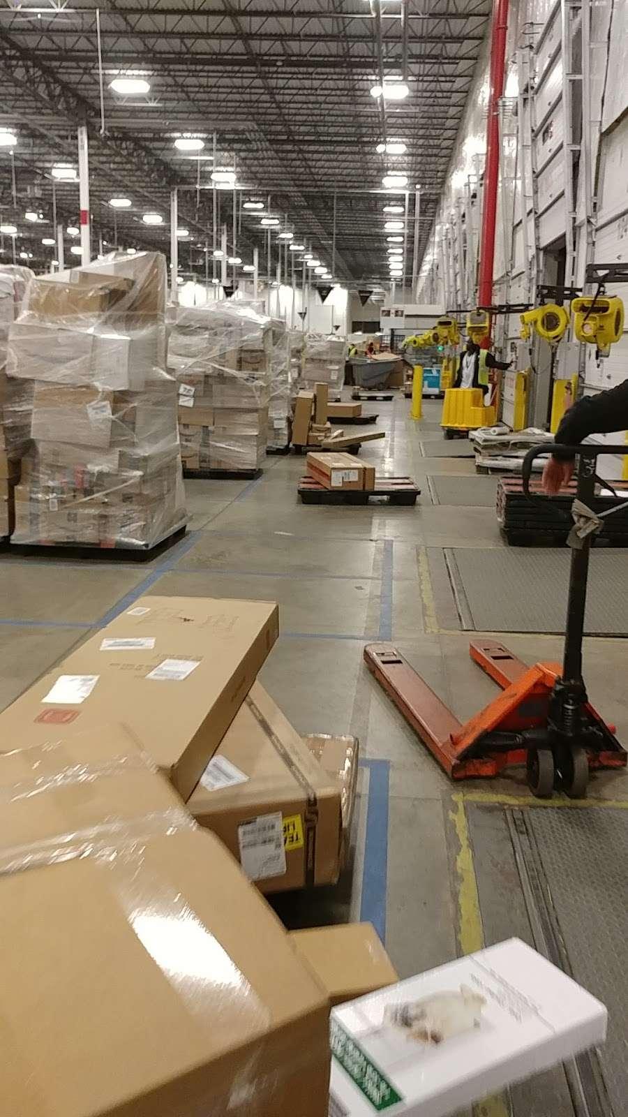 Amazon BWI5 - store  | Photo 3 of 10 | Address: 5501 Holabird Ave, Baltimore, MD 21224, USA | Phone: (866) 423-5350