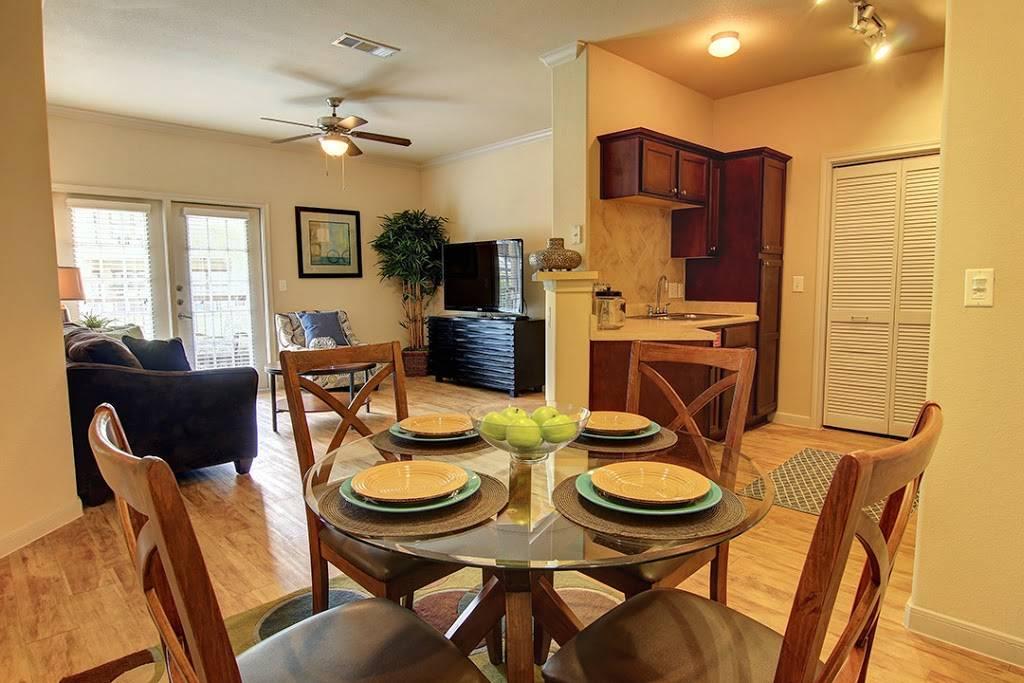 Encore Crossings Apartments - real estate agency  | Photo 4 of 10 | Address: 2202 Nodding Pines Dr, Corpus Christi, TX 78414, USA | Phone: (361) 992-8100