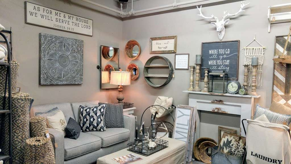 Cocalico Creek Country Store - home goods store  | Photo 4 of 10 | Address: 1037 N Reading Rd, Stevens, PA 17578, USA | Phone: (717) 336-5522