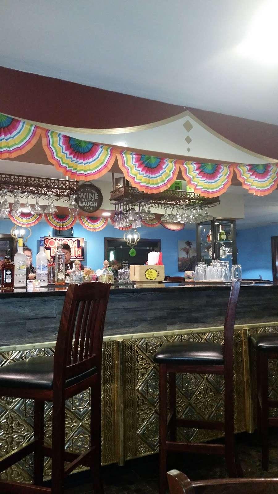 El Chivolin Restaurant - restaurant  | Photo 3 of 10 | Address: 4171 S 76th St, Greenfield, WI 53220, USA | Phone: (414) 810-0482