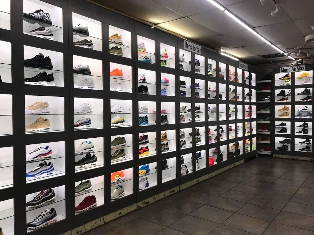 Outlet Shoes & Rugs - shoe store  | Photo 3 of 8 | Address: 221 E Ledbetter Dr, Dallas, TX 75216, USA | Phone: (214) 376-2959