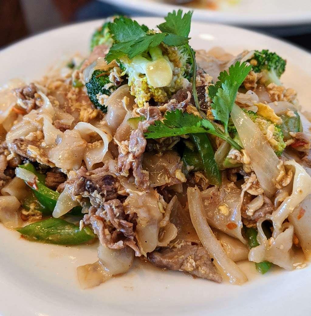 Chok Dee Thai Kitchen - restaurant  | Photo 4 of 10 | Address: 561 Livingston St, Norwood, NJ 07648, USA | Phone: (201) 750-8880