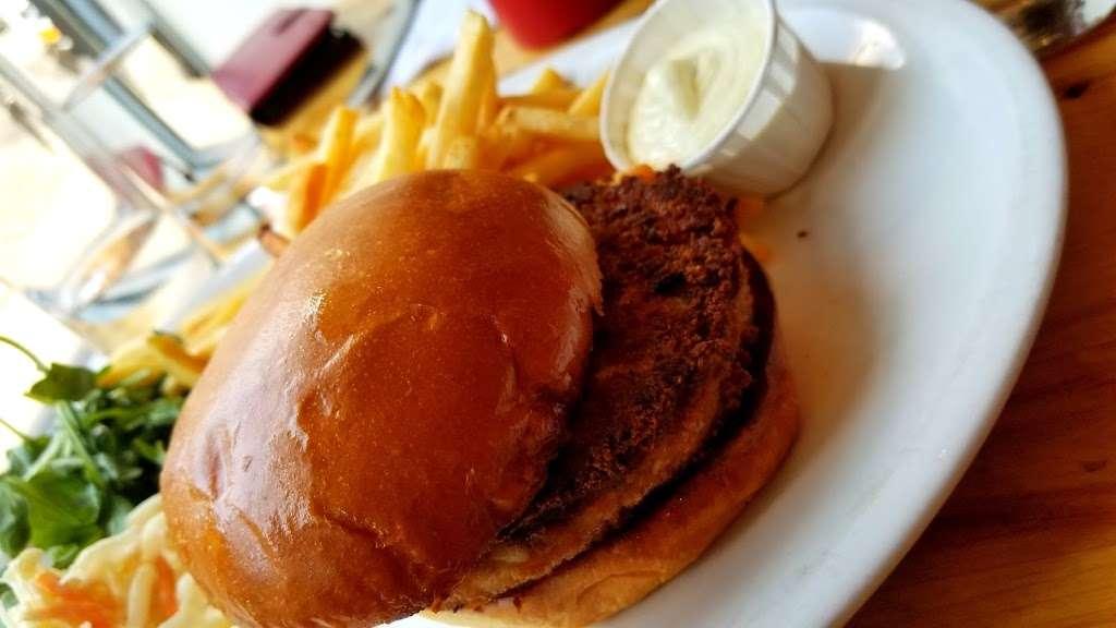 Peaches Shrimp & Crab - restaurant  | Photo 4 of 10 | Address: 285 Grand Ave, Brooklyn, NY 11238, USA | Phone: (718) 638-9500