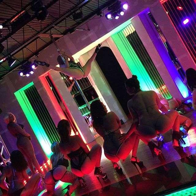 Chicas Cabaret - night club  | Photo 5 of 10 | Address: 9924 North Fwy, Houston, TX 77037, USA | Phone: (346) 800-3861