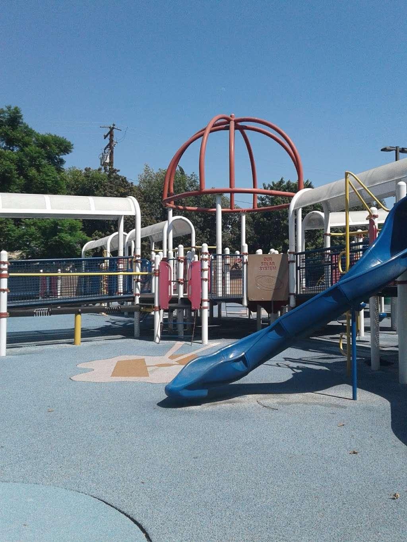 Parque De Los Sueños - park    Photo 5 of 10   Address: 1333 S Bonnie Beach Pl, Los Angeles, CA 90032, USA   Phone: (323) 260-2330