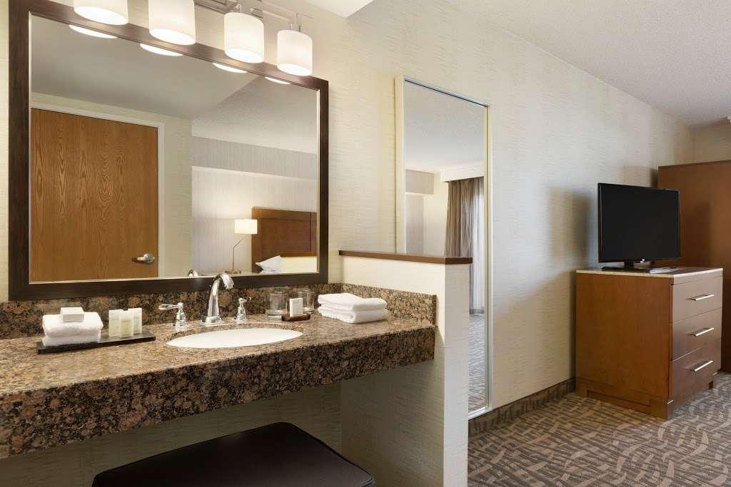 Embassy Suites by Hilton Santa Ana Orange County Airport - lodging  | Photo 4 of 10 | Address: 1325 E Dyer Rd, Santa Ana, CA 92705, USA | Phone: (714) 241-3800