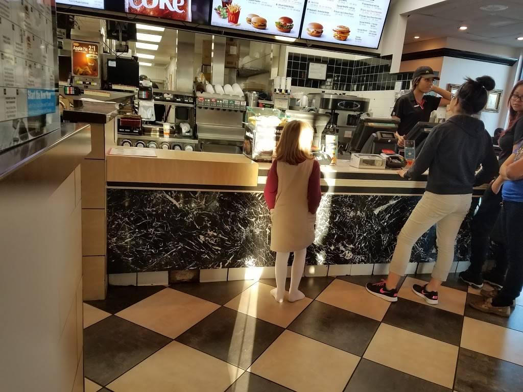 McDonalds - cafe  | Photo 8 of 10 | Address: 4450 Gus Thomasson Rd, Mesquite, TX 75150, USA | Phone: (972) 681-0854