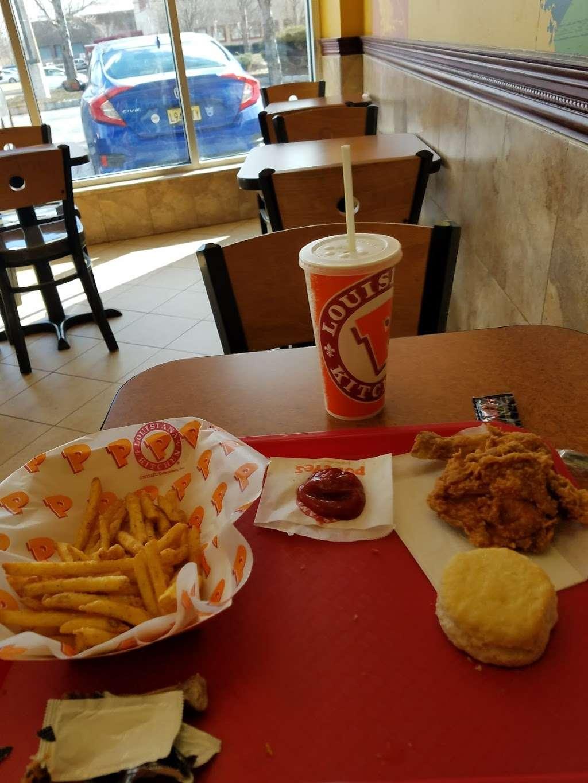 Popeyes Louisiana Kitchen - restaurant  | Photo 7 of 10 | Address: 300 Washington Ave, Carlstadt, NJ 07072, USA | Phone: (201) 933-0330
