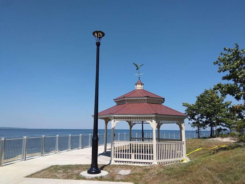Veterans Memorial Park - park  | Photo 10 of 10 | Address: Ocean Blvd &, Lakeshore Dr, Keyport, NJ 07735, USA | Phone: (732) 583-4200