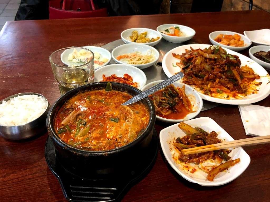 GooGongTan - restaurant    Photo 7 of 10   Address: 40-09 149th Pl #1, Flushing, NY 11354, USA   Phone: (718) 321-1738