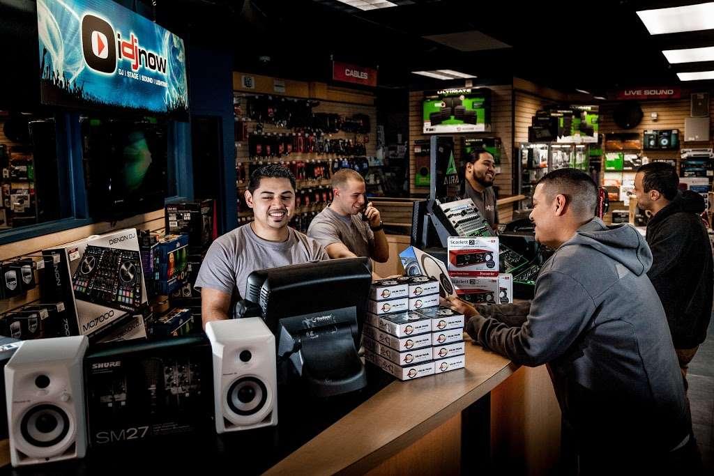 I DJ NOW - electronics store  | Photo 1 of 10 | Address: 1015 Sunrise Hwy, West Babylon, NY 11704, USA | Phone: (631) 321-1700
