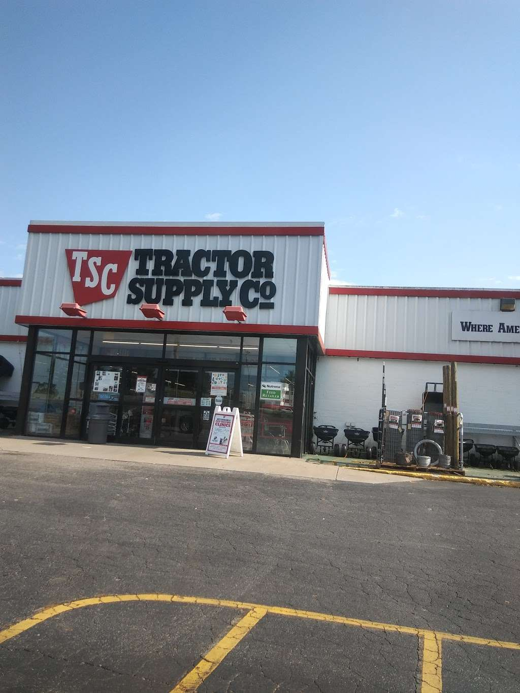 Tractor Supply Co. - hardware store  | Photo 7 of 10 | Address: 3250 US Hwy 70 SE, Newton, NC 28658, USA | Phone: (828) 466-3666