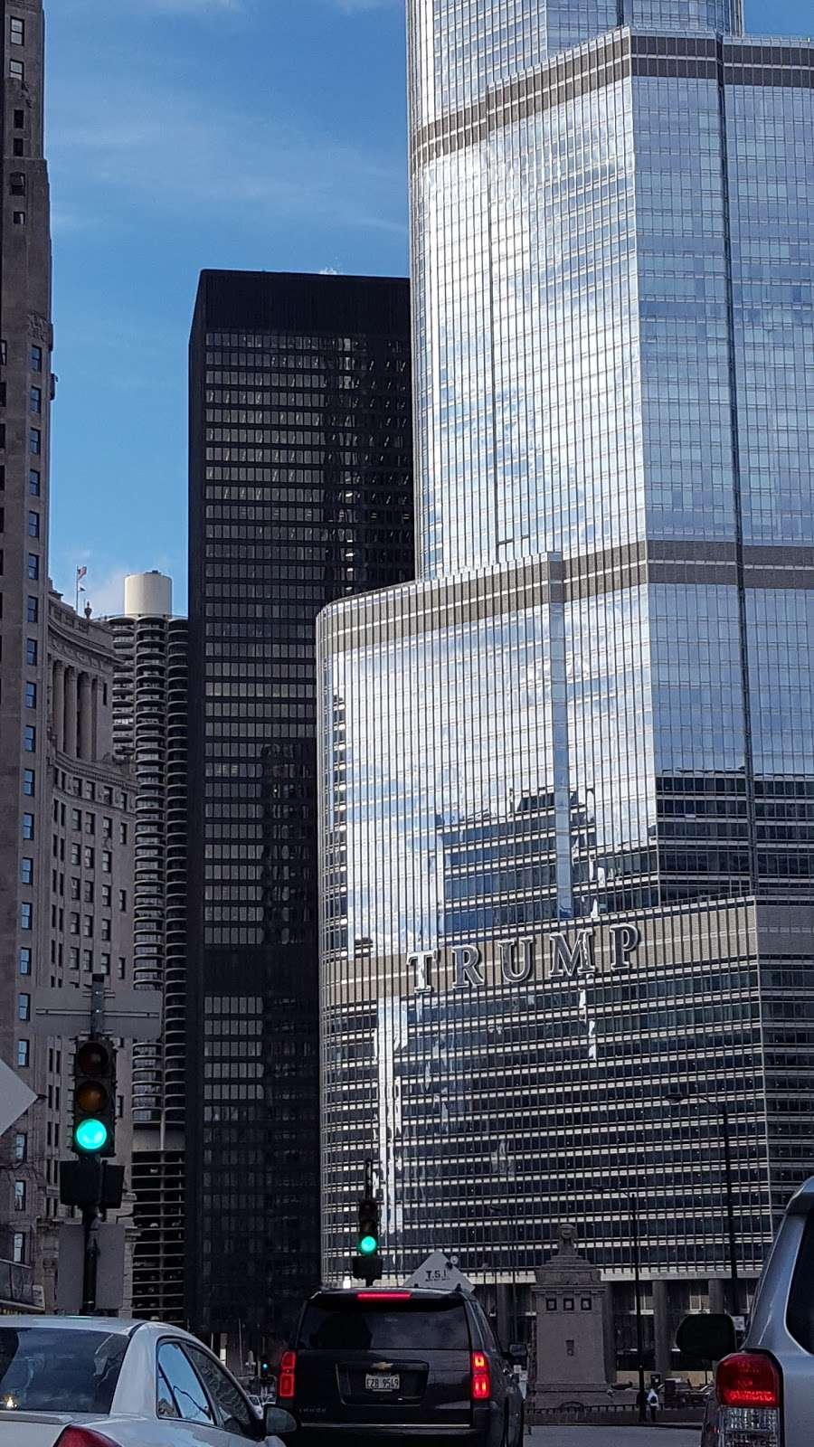 City of Chicago Central Auto Pound - storage  | Photo 4 of 10 | Address: 400 E Lower Wacker Dr, Chicago, IL 60601, USA | Phone: (312) 744-7550