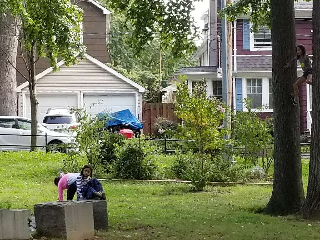 Westerleigh Park - park  | Photo 6 of 10 | Address: Willard Ave. &, Woodbridge Pl, Staten Island, NY 10314, USA