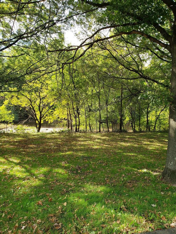 Saddle River Bike Path Parking 3 - park  | Photo 4 of 10 | Address: 760 Saddle River Rd, Saddle Brook, NJ 07663, USA