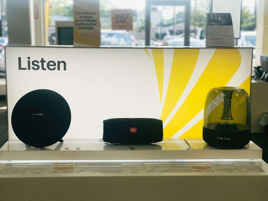 Sprint Store - electronics store  | Photo 6 of 9 | Address: 1769 Grand Ave, Baldwin, NY 11510, USA | Phone: (516) 362-2820