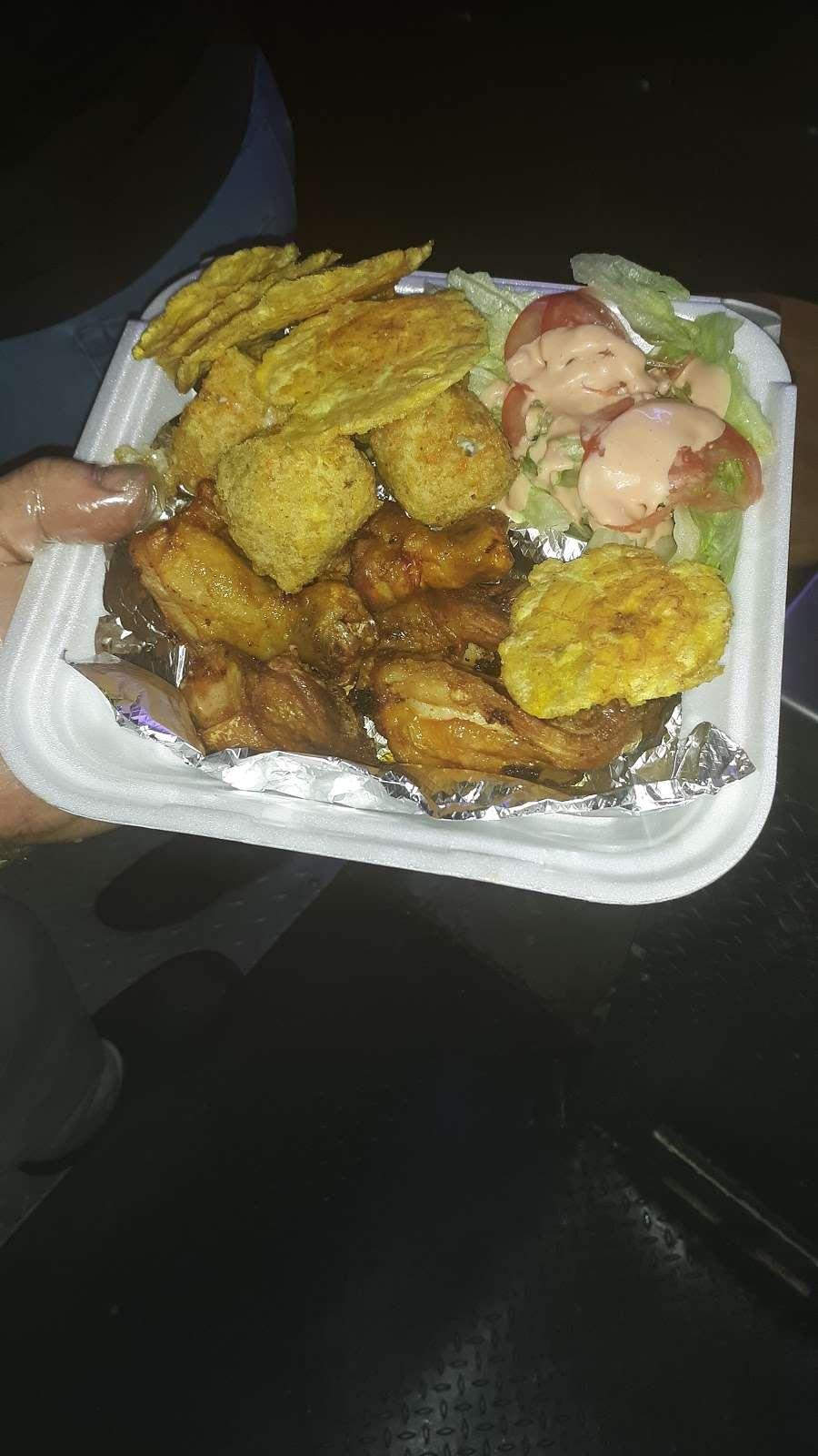 lareños hot dog - restaurant  | Photo 1 of 2 | Address: 1301 W Burnham St, Milwaukee, WI 53204, USA | Phone: (414) 595-5801