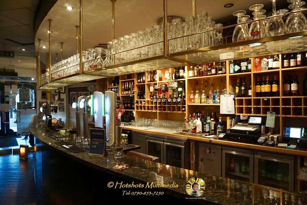 Salento Restaurant Bar pizzeria London - cafe  | Photo 8 of 10 | Address: 3 Clove Cres, Poplar, London E14 2BB, UK | Phone: 020 7537 2373