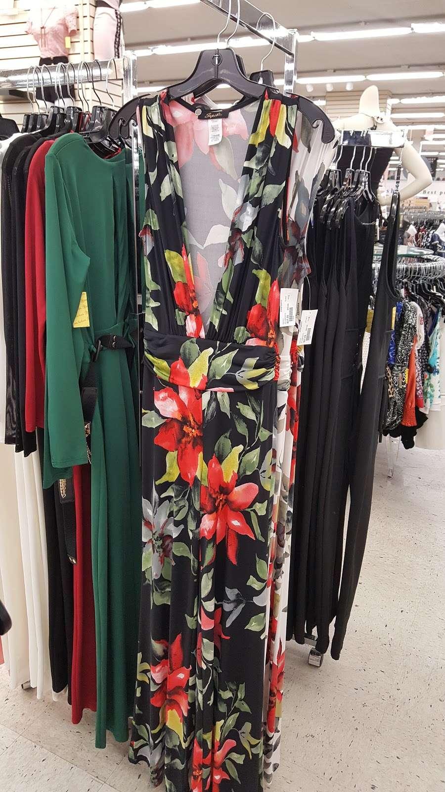 Viva Fashion Mart - clothing store  | Photo 4 of 10 | Address: 4305 State Ave, Kansas City, KS 66102, USA | Phone: (913) 287-8008