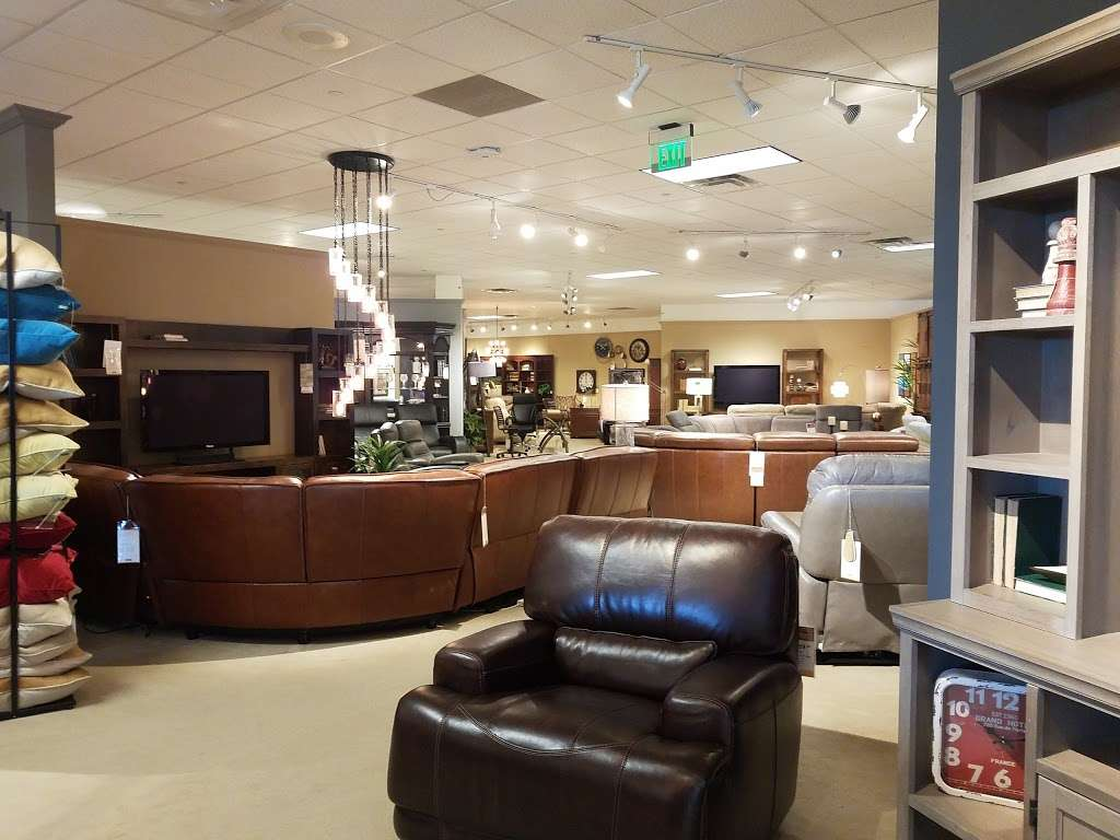 Star Furniture - furniture store  | Photo 3 of 10 | Address: 20010 Gulf Fwy, Webster, TX 77598, USA | Phone: (281) 338-2471