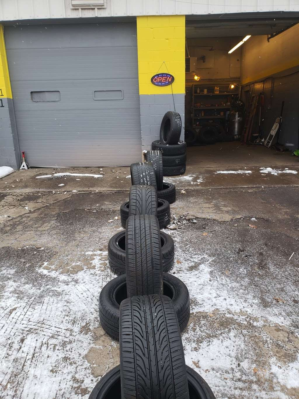 JADE USED TIRE SHOP - car repair  | Photo 4 of 10 | Address: 6105 E 38th St, Indianapolis, IN 46226, USA | Phone: (317) 515-5071