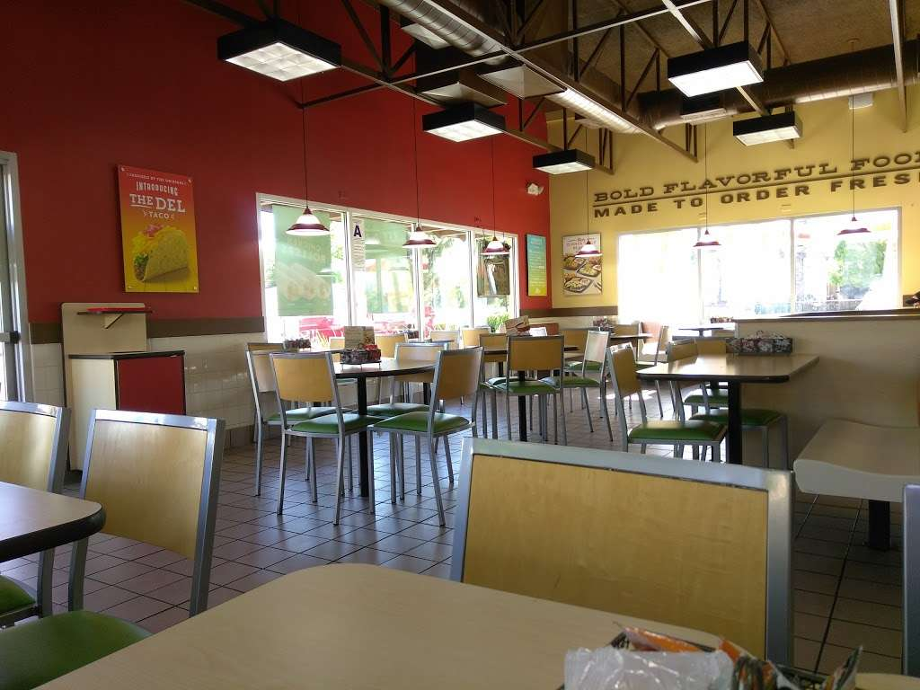 Del Taco - meal takeaway  | Photo 3 of 10 | Address: 30607 CA-79, Temecula, CA 92592, USA | Phone: (951) 693-4212