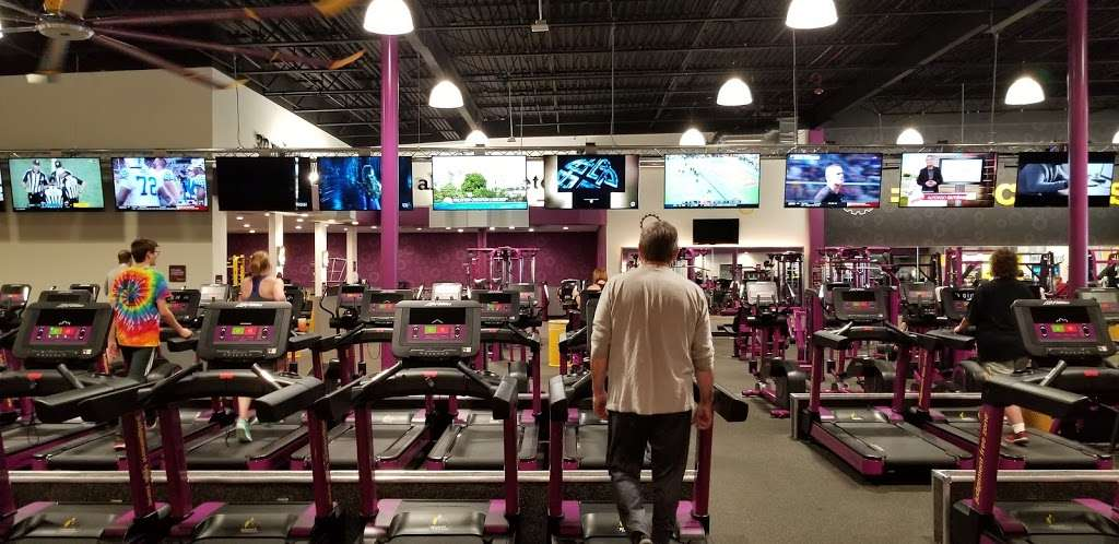 Planet Fitness - gym  | Photo 2 of 10 | Address: 1270 Strongbow Center Dr #200, Valparaiso, IN 46383, USA | Phone: (219) 510-5865