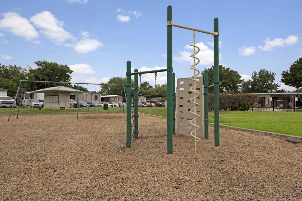 Arlington Lakeside - rv park    Photo 4 of 8   Address: 3211 W Division St, Arlington, TX 76012, USA   Phone: (817) 277-5509