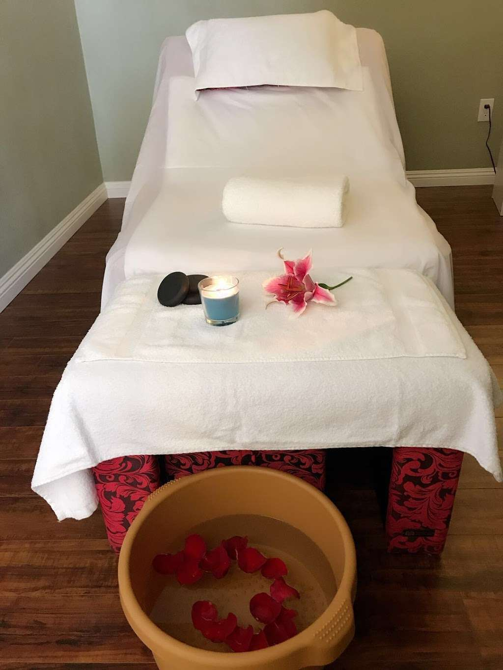 Just Yu Massage - spa  | Photo 4 of 5 | Address: 6020 Santo Rd Suite C, San Diego, CA 92124, USA | Phone: (858) 987-0608