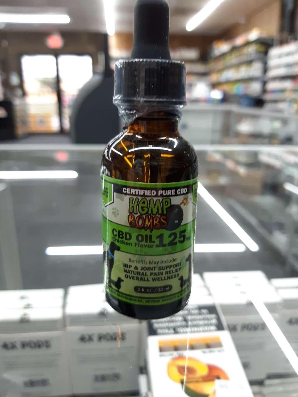 Mac Smoke n Vape Shop - store  | Photo 3 of 10 | Address: 2120 S Ridgewood Ave, Edgewater, FL 32141, USA | Phone: (386) 689-3851