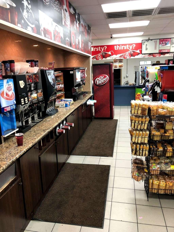 CHEVRON - SENS FOOD MART - convenience store  | Photo 4 of 10 | Address: 1444 Sens Rd, La Porte, TX 77571, USA | Phone: (281) 470-2700