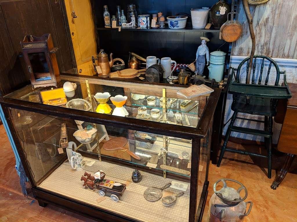 Crickets Antiques & Garden Market - home goods store  | Photo 4 of 10 | Address: 1641 Horseshoe Pike, Glenmoore, PA 19343, USA | Phone: (610) 942-7500