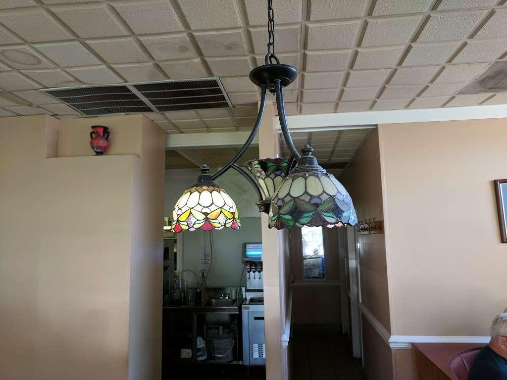 Forum Family Restaurant Inc - restaurant  | Photo 5 of 10 | Address: 3401 Lafayette Blvd, Fredericksburg, VA 22408, USA | Phone: (540) 891-0460
