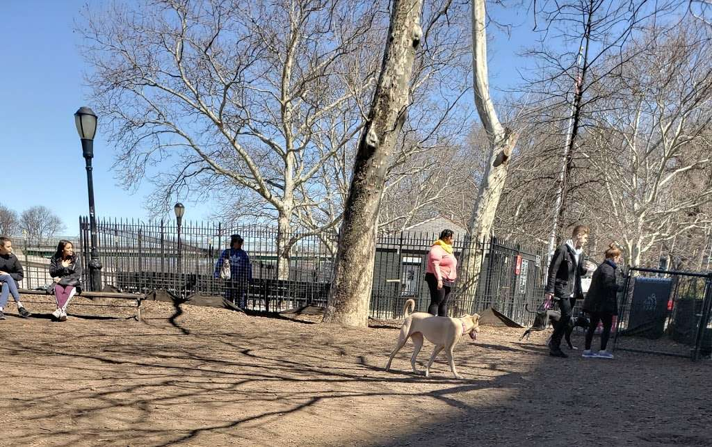 142nd Street Dog Run - park  | Photo 6 of 10 | Address: 675 Riverside Dr, New York, NY 10031, USA | Phone: (212) 870-3070