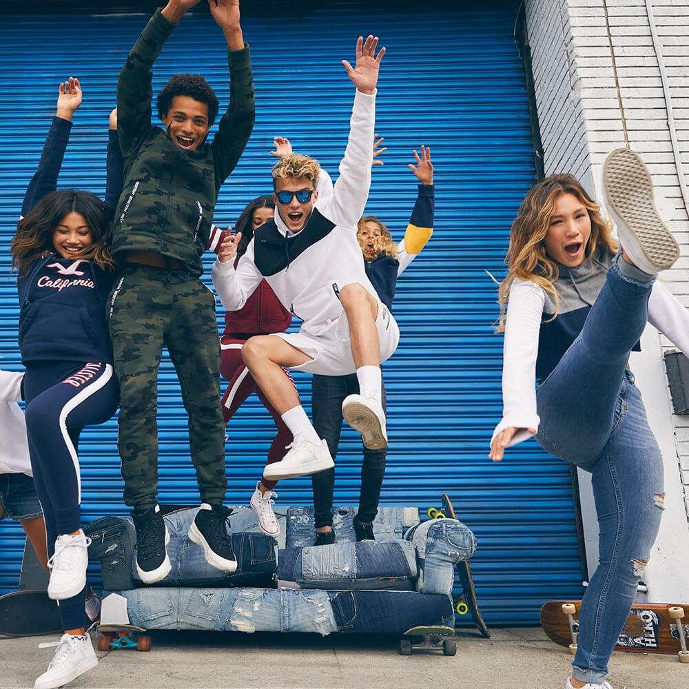 Hollister Co. - clothing store  | Photo 6 of 10 | Address: 282 Garden State Plaza Blvd, Paramus, NJ 07652, USA | Phone: (201) 291-1877