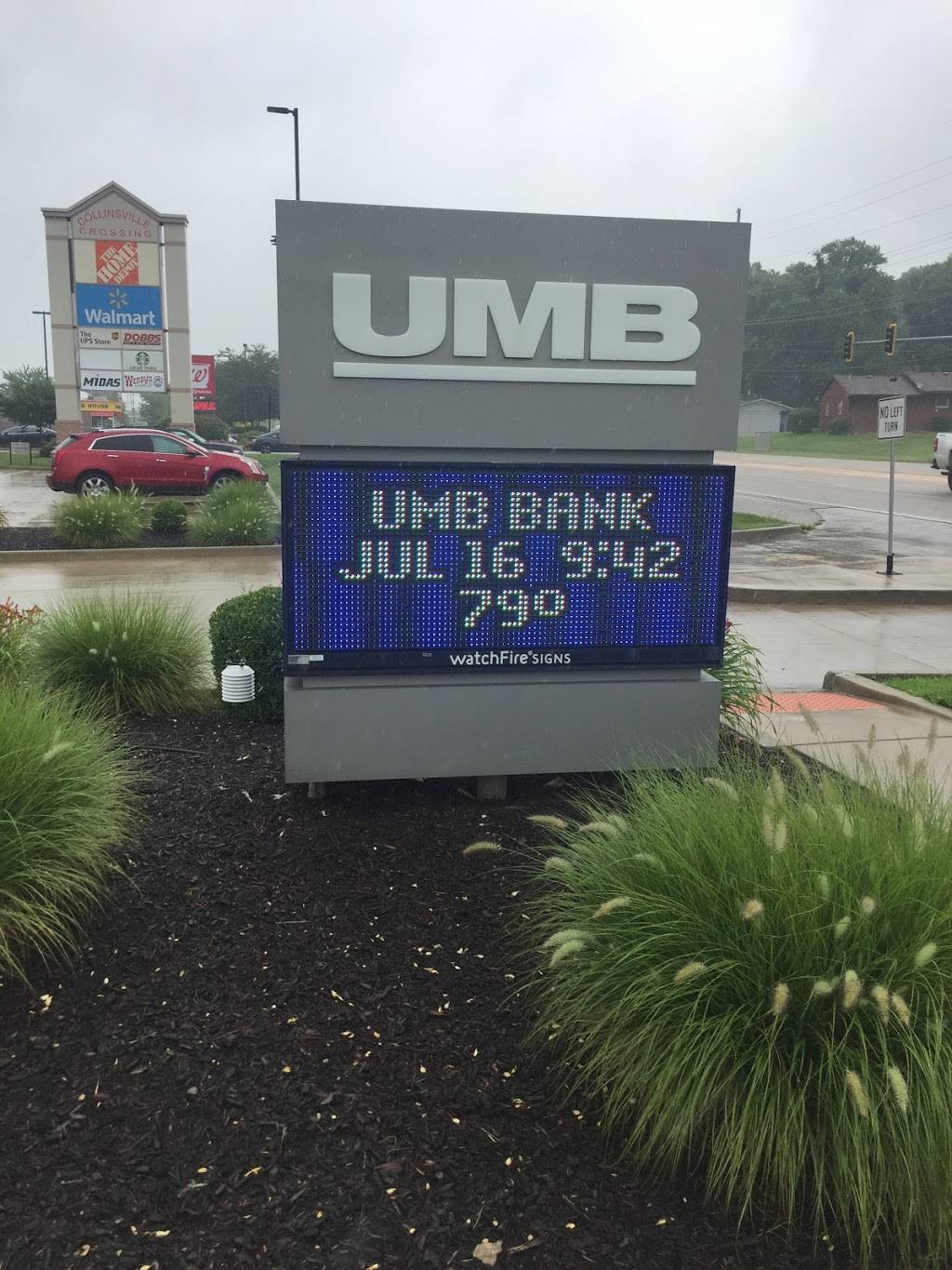 UMB Bank (with drive-thru services) - bank  | Photo 7 of 7 | Address: 401 N Bluff Rd, Collinsville, IL 62234, USA | Phone: (618) 346-1499